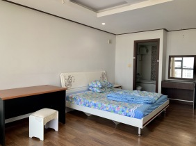 Apartment 3 bedrooms and 1 living room for rent in Toul Kork District with cheap price