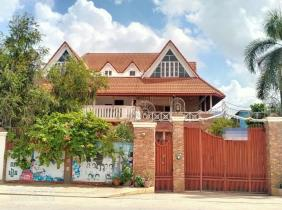 Villa for rent at Sen Sok area near by the raod this is good for to living