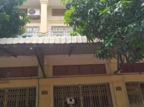 Townhouse rental near Hanoi Road, 4 bedrooms, 5 bathrooms, 1 parking space, 390$/month