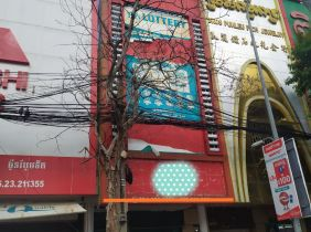 Shophouse for rent at middle Phnom Penh city very good for run business