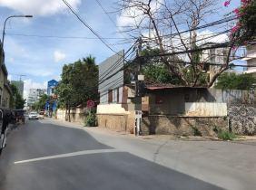Corner land for sale near Monivant