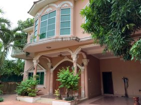 Single-family villa for rent in chamkarmon District, 5 bedrooms, 6 bathrooms and 4 parking spaces, 2500$/month