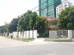 Land for sale at the corner of Toul Kork District, very good location