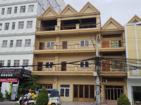3 Flat house for rent on main road in Commercial zone