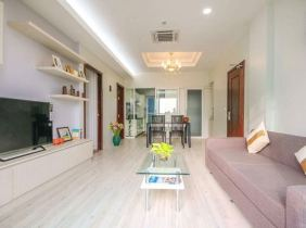 100% true: exquisitely decorated rooms in Chamkarmon District, Phnom Penh, spacious and well located, easy to enter and exit, two bedrooms and one liv
