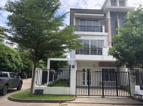 Villa for rent in Phnom Penh Prime Location only 1400$/month