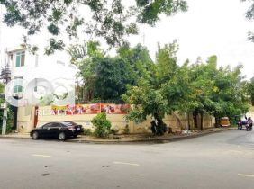 Land and House for​ Sale/lease, on main road in Khan Toul Kork