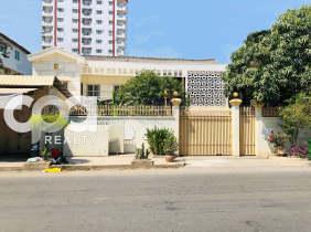 Villa for sale in Toul Kork $2300000