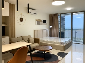 Commercial atmosphere and high-end apartment rental facilities in prime locations are good, restaurants and supermarkets around are suitable for livin
